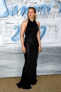 ellie-goulding-attends-the-summer-party-2019-at-serpentine-gallery-at-kensington-gardens-in-london-uk-250619_4