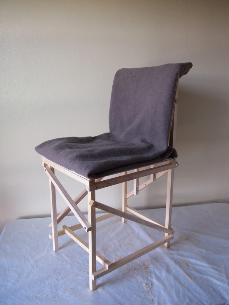 18   To make the seat have a nice angle, cut 3/4in (17mm) from the bottom of the back legs. Then fold a blanket to about 44in x 16in (1100mm x 400mm) and place it on the chair.
