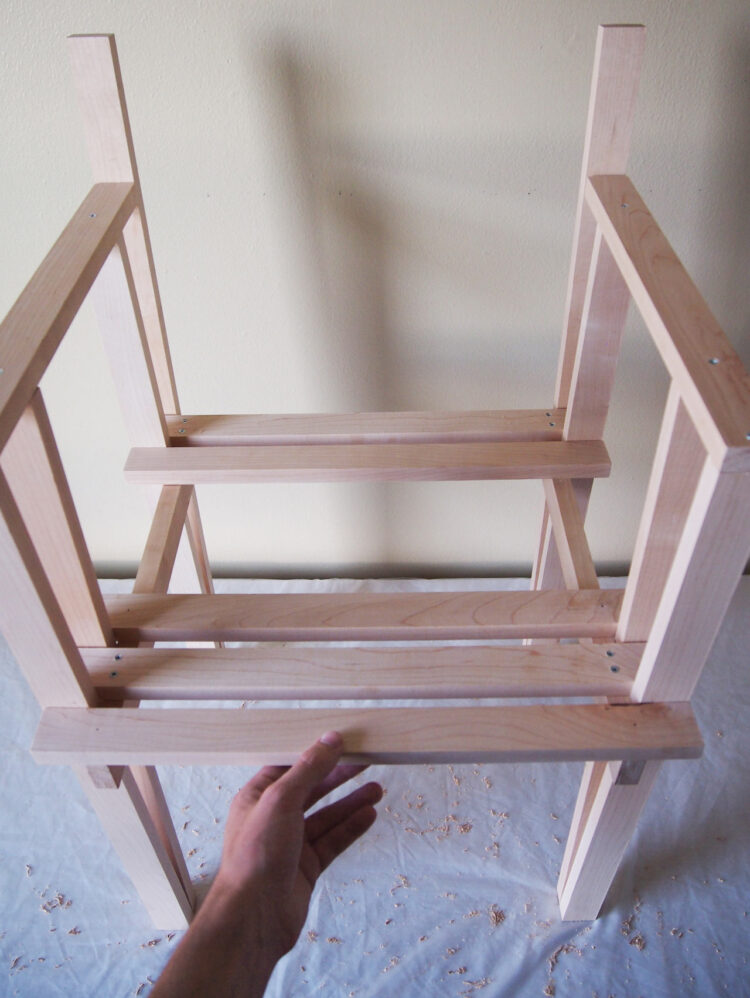 23   Arrange three 20in (50cm) pieces. They should be touching the vertical 27.5in (70cm) pieces, as pictured.