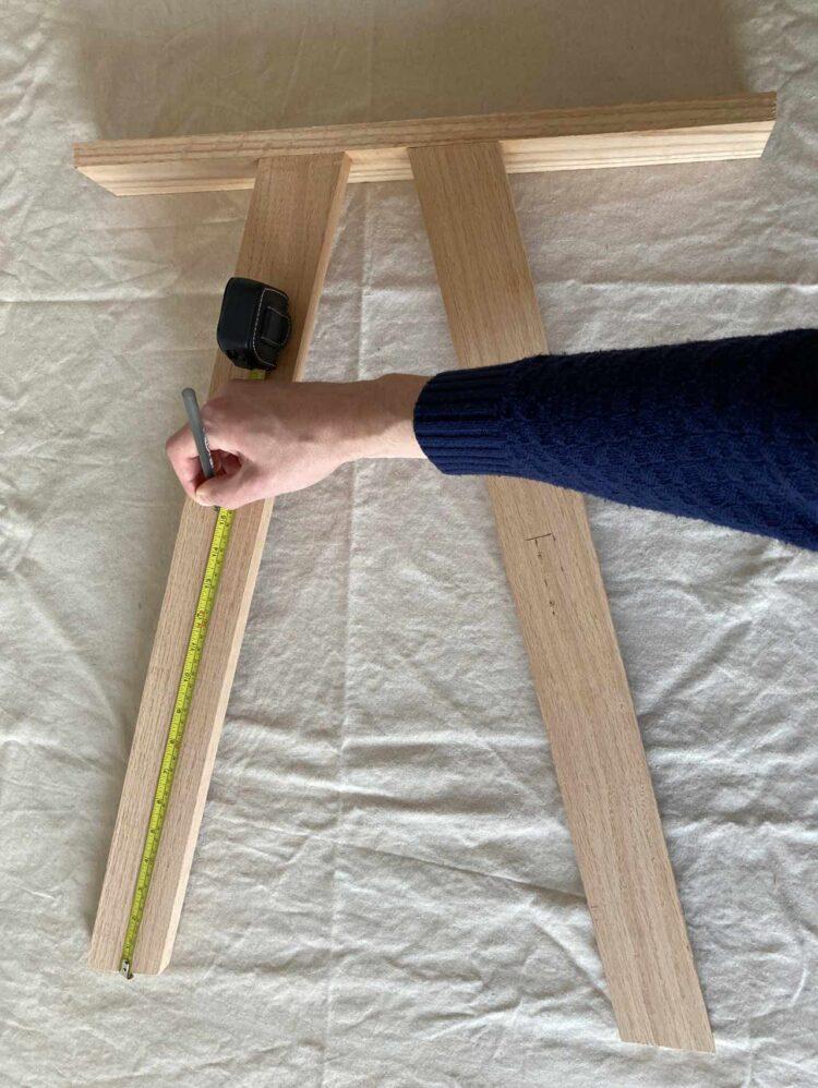 19   Mark 15.25in (38cm) up the leg on the shorter side of the arm rest, and mark 14.5in (36cm) up the leg on the longer side of the arm rest.