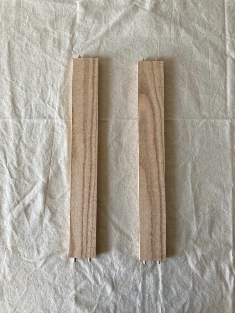 20   As in steps 6-8, glue two dowel pins into each end of the two 19.25in (48.5cm) long pieces.