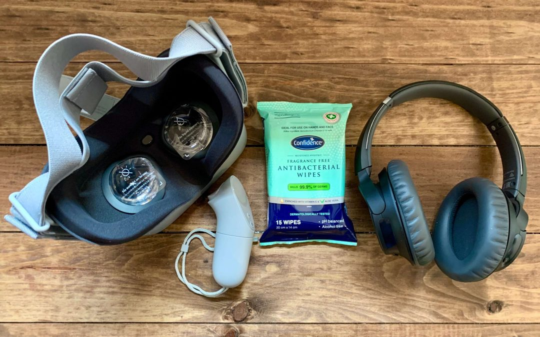 VR-headset-with-headphones-controller-and-antibacterial-wipes