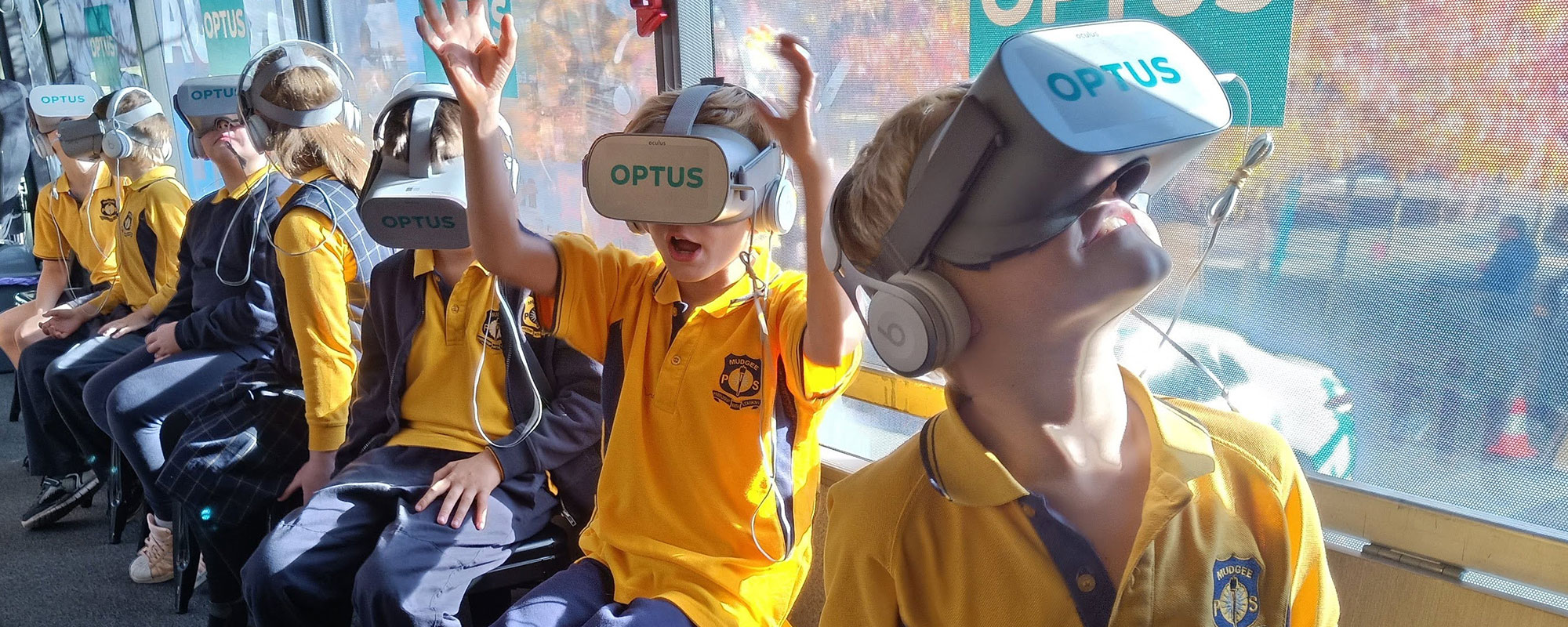 Think Digital - Kids experiencing VR on the bus