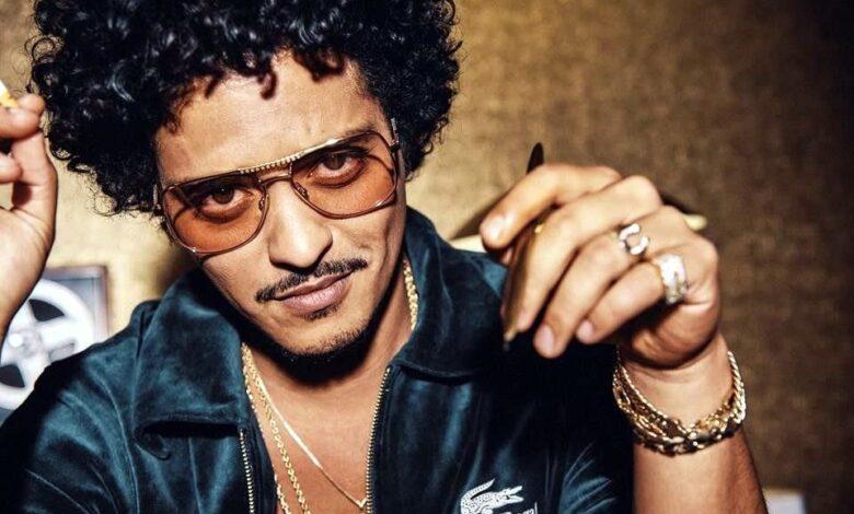 Bruno Mars hace historia con cinco certificaciones Diamante