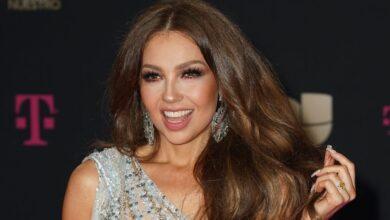 Thalía impacta al aparecer en traje de baño y lucir igual que hace 30 años