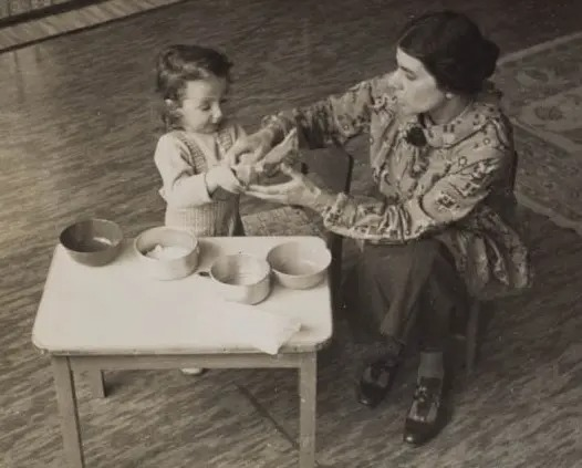 Dorothy Burlingham and child in The Jackson Nursery