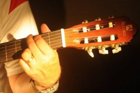 learn guitar chords e1626362224172