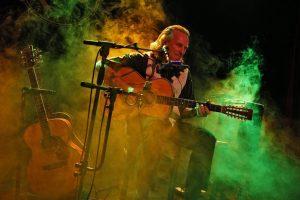 musician-playing-guitar