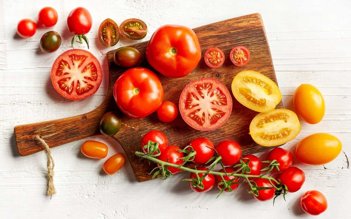 image-of-tomatoes-chopped-up