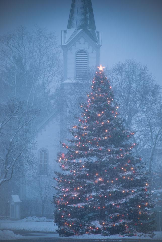 snowy-christmas-tree-and-church