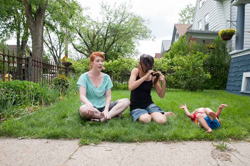women-and-child-in-awkward-poses