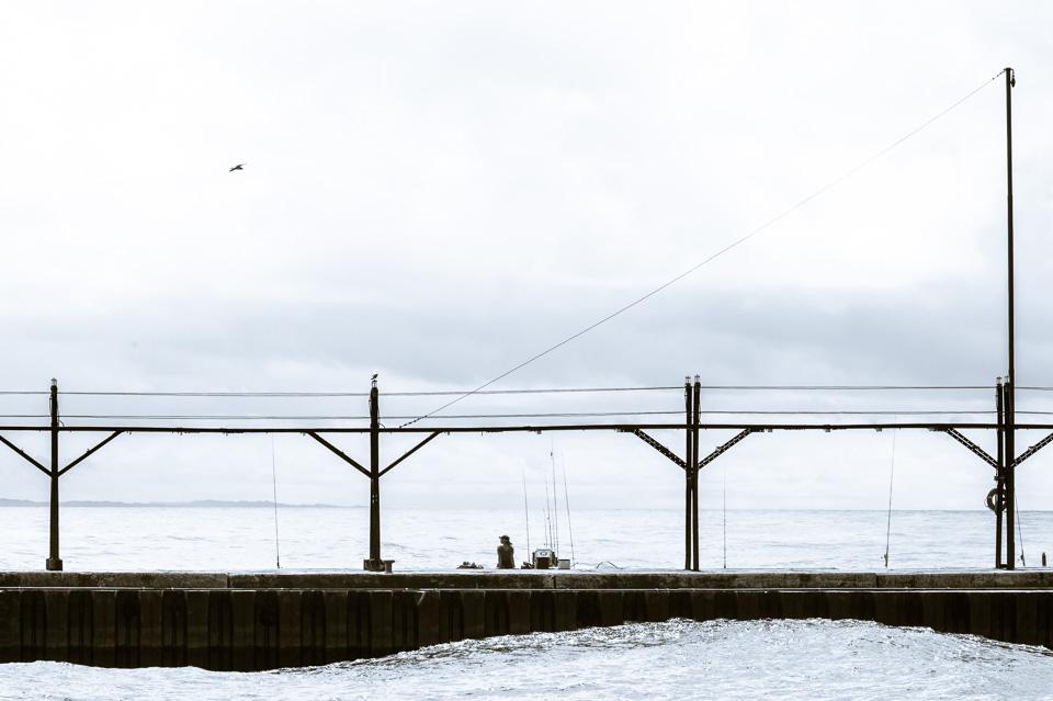 fisherman-and-waves-lake-michigan-pier