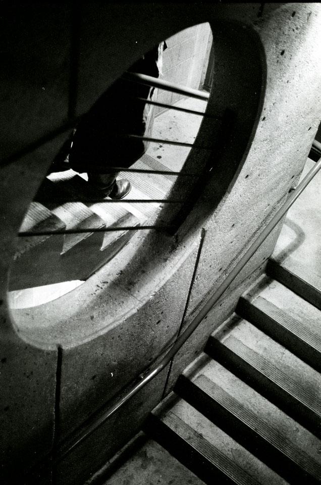 trenchcoat-stairs