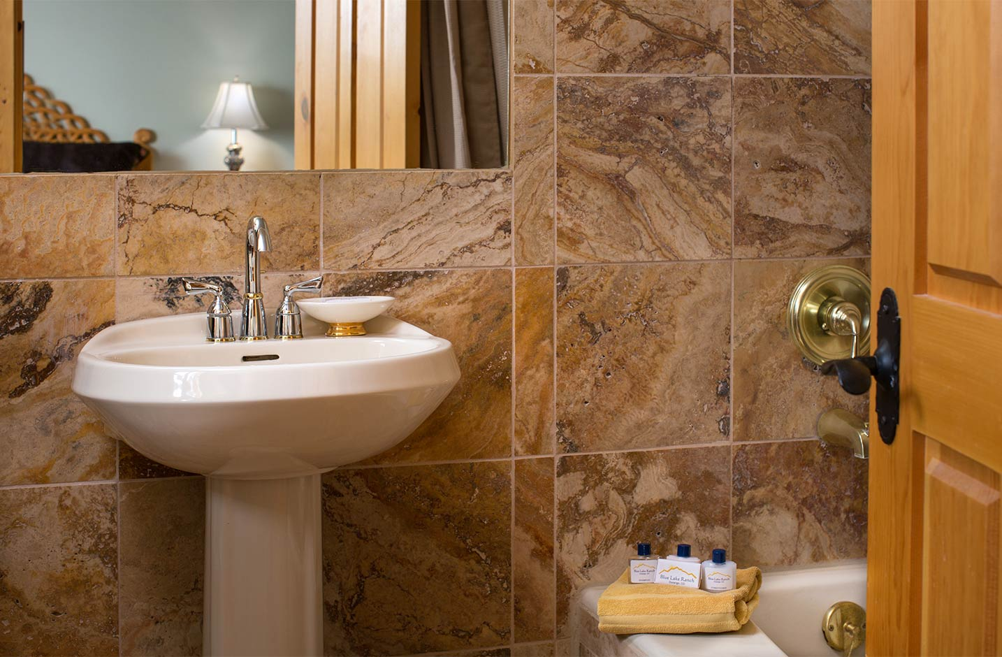 Bathroom with a tub, sink, and miror