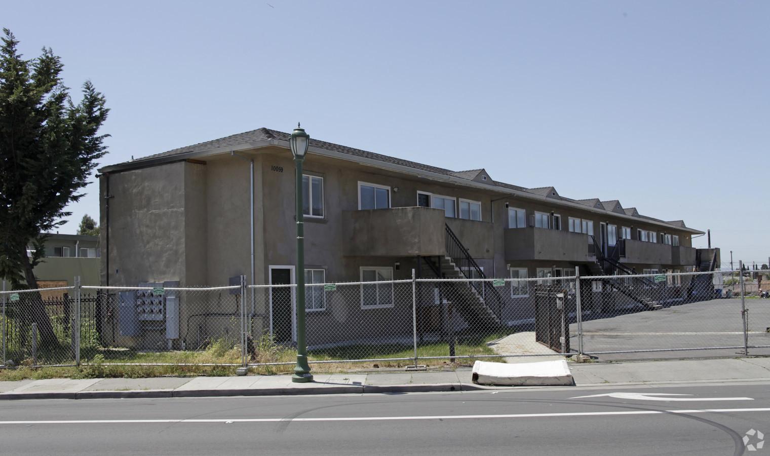 10031 MacArthur Blvd, Oakland