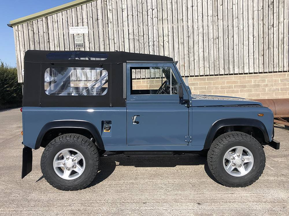 Land Rover Arles Blue 90 34