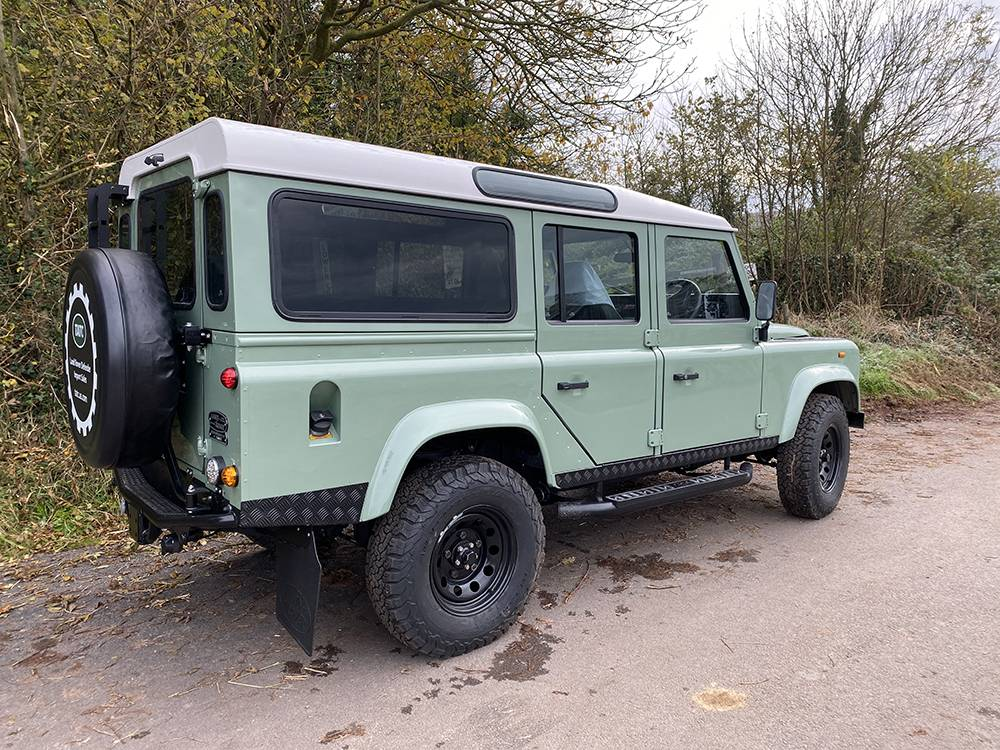 Land Rover D110 Heritage Green 7446