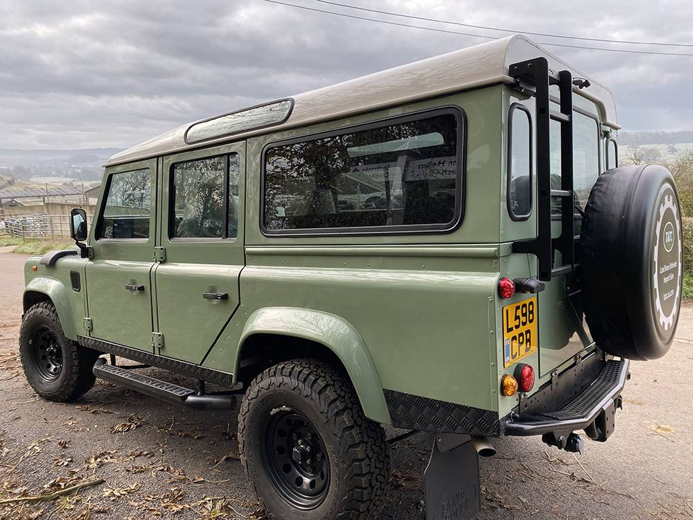 Land Rover D110 Heritage Green 7450