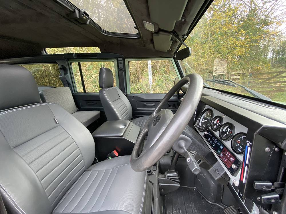 Land Rover D110 Heritage Green 7455