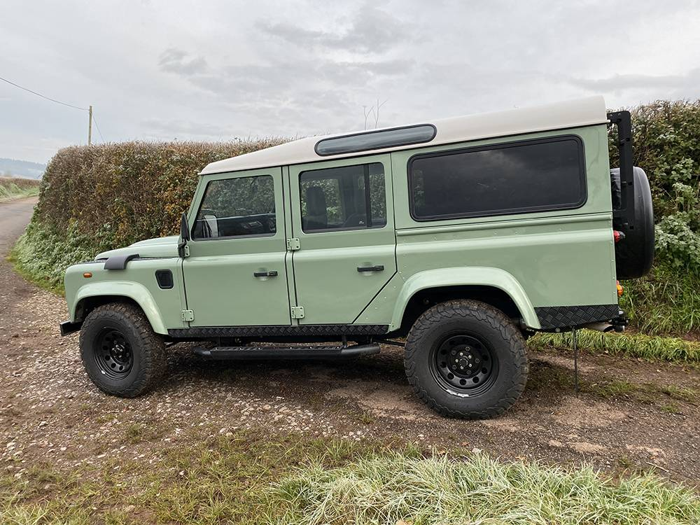 Land Rover D110 Heritage Green 7460