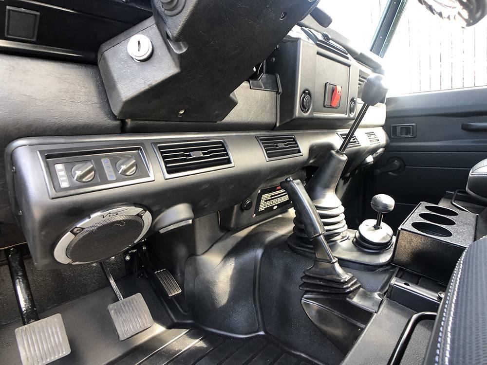 Land Rover Defender 90 Black KBX   20