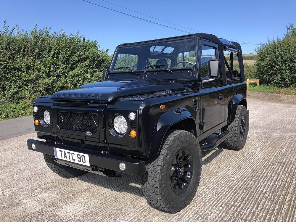 Land Rover Defender 90 Black KBX   7