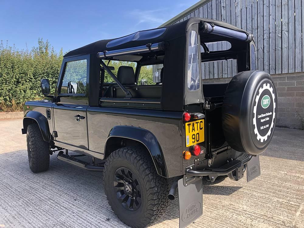 Land Rover Defender 90 Black KBX   8