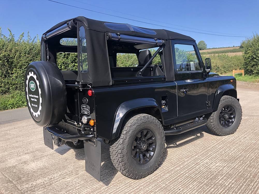 Land Rover Defender 90 Black KBX   9