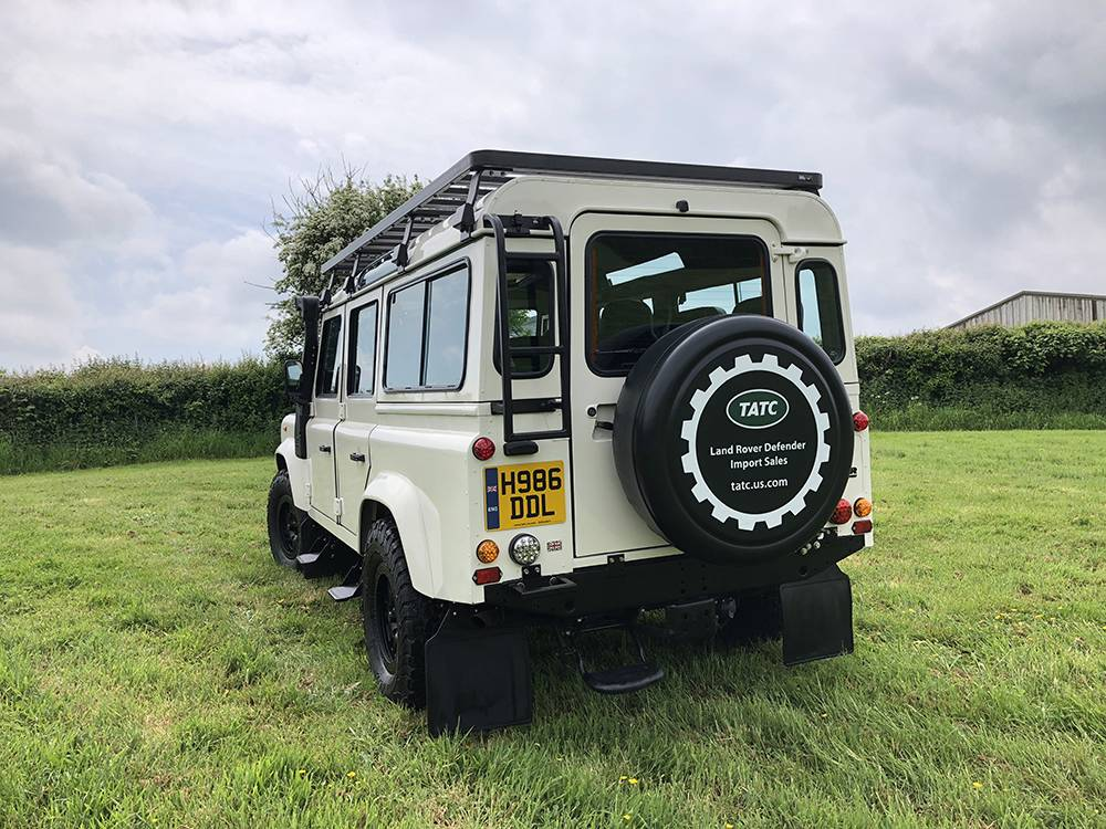 Land Rover Defender 110 Alpine White12