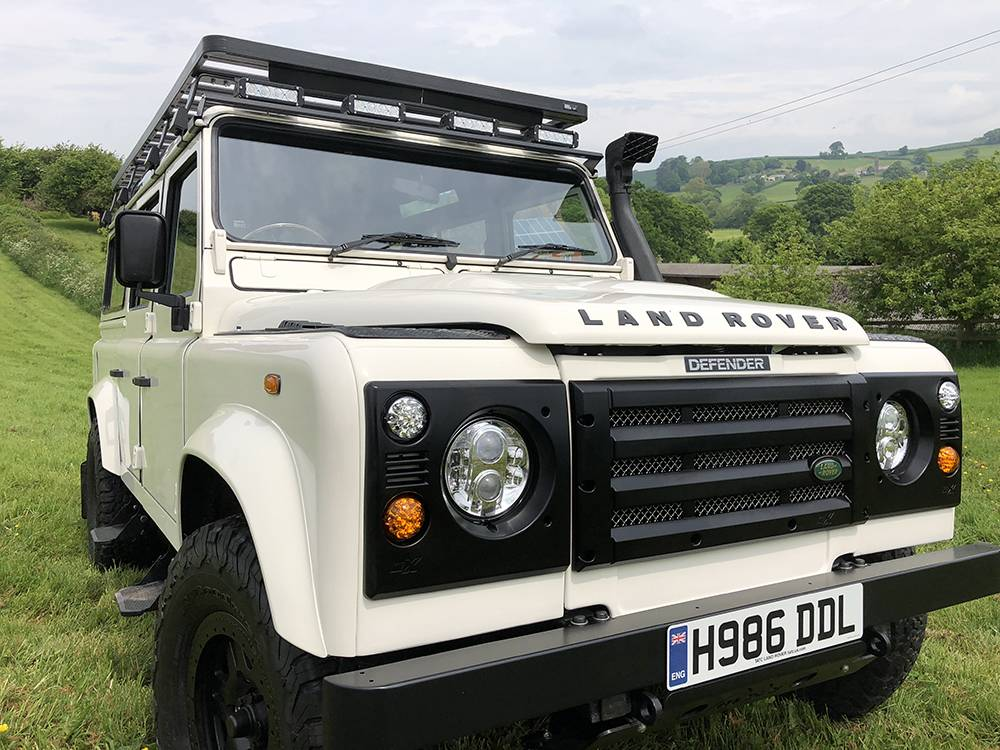 Land Rover Defender 110 Alpine White21