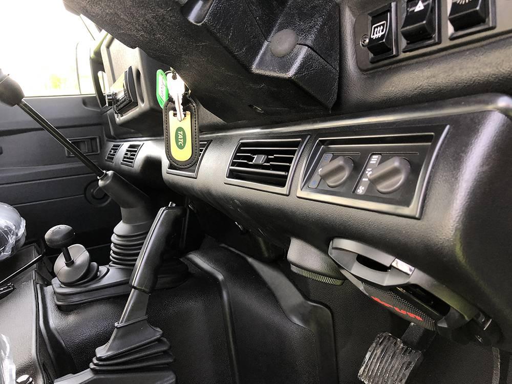 Land Rover Defender 110 Alpine White6