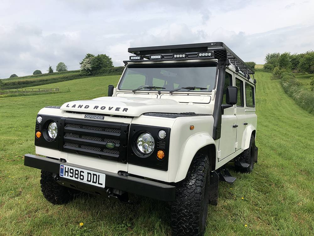 Land Rover Defender 110 Alpine White8