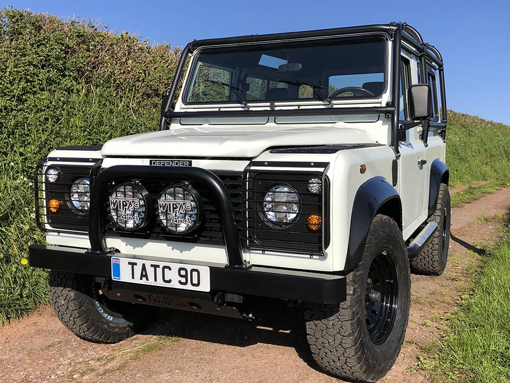 Landrover Defender 90 LHD Hard Top with Roll Cage in Arctic White 39
