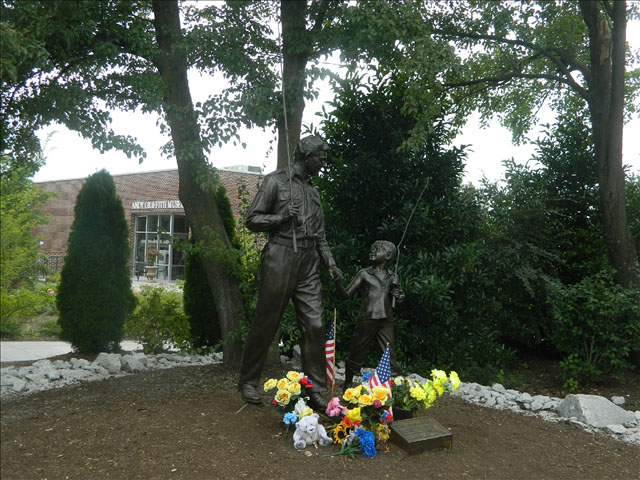 Andy and Opie statue 11