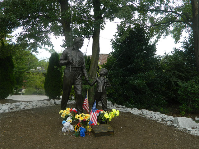 Andy and Opie statue 2
