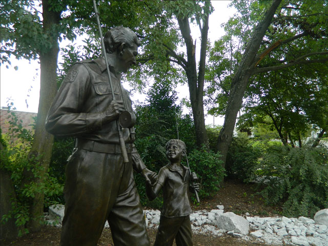 Andy and Opie statue 3
