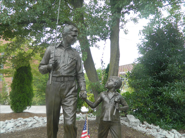 Andy and Opie statue 6