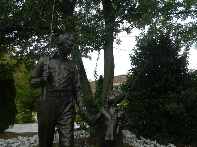 Andy and Opie statue 7