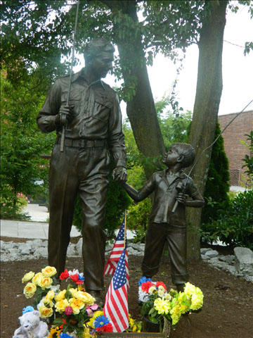 Andy and Opie statue 8