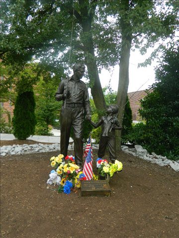 Andy and Opie statue 9