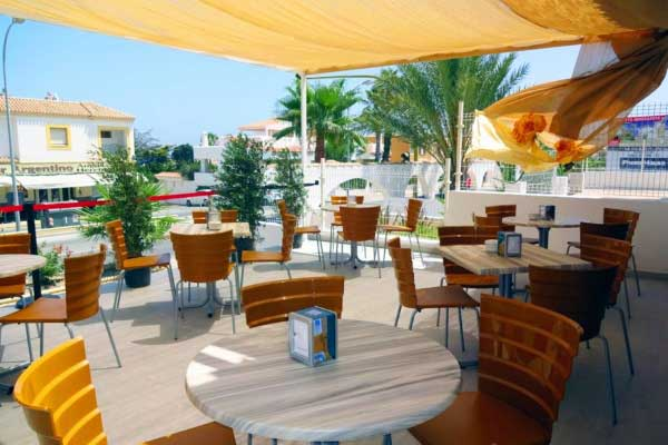 outdoor-restaurant-seating