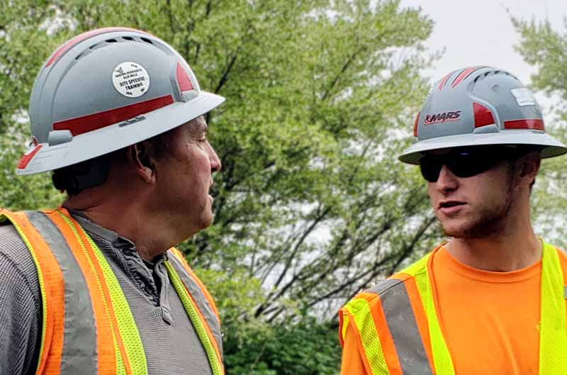 Scott Slater (left) has over 30 years of experience focused solely on mobile aggregate services. He is shown here with his son, Scott, Jr.