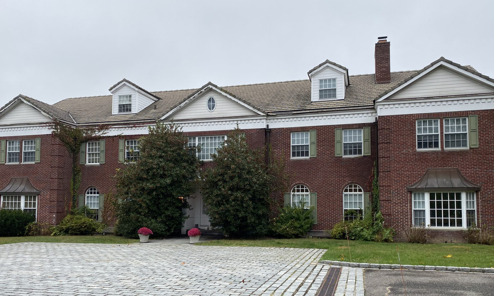 1257 Plandome Rd, Plandome Manor, Manhasset, NY. 11030