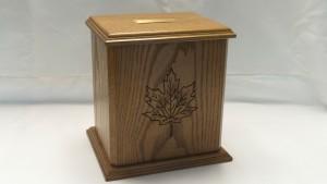 oak_urn_maple_leaf_engraving