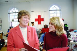 red-cross-volunteer