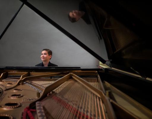 Brandon Goldberg performing at Arts Garage in May 2020