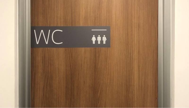 Banheiros inclusivos do escritório do Mattos Filho em São Paulo