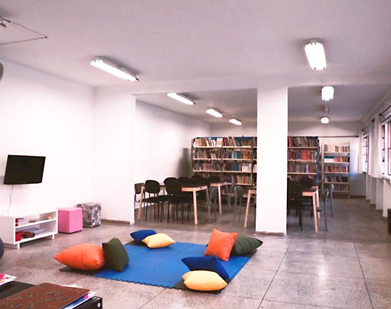 Resultado da reforma da biblioteca da E. E. Lasar Segall, em São Paulo, conduzida por voluntários do Mova em 2019