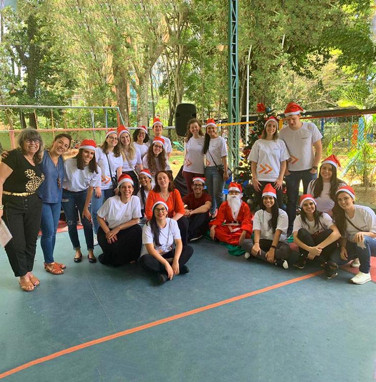 Ação de Natal realizada por voluntários do Mova em 2019