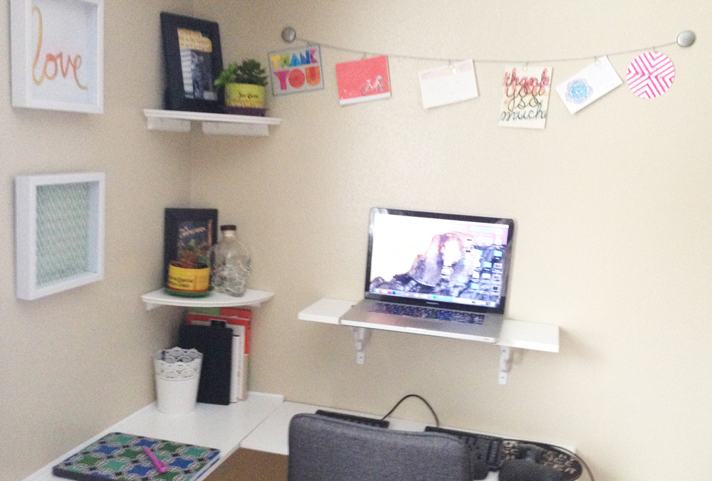 egronomic corner desk feature